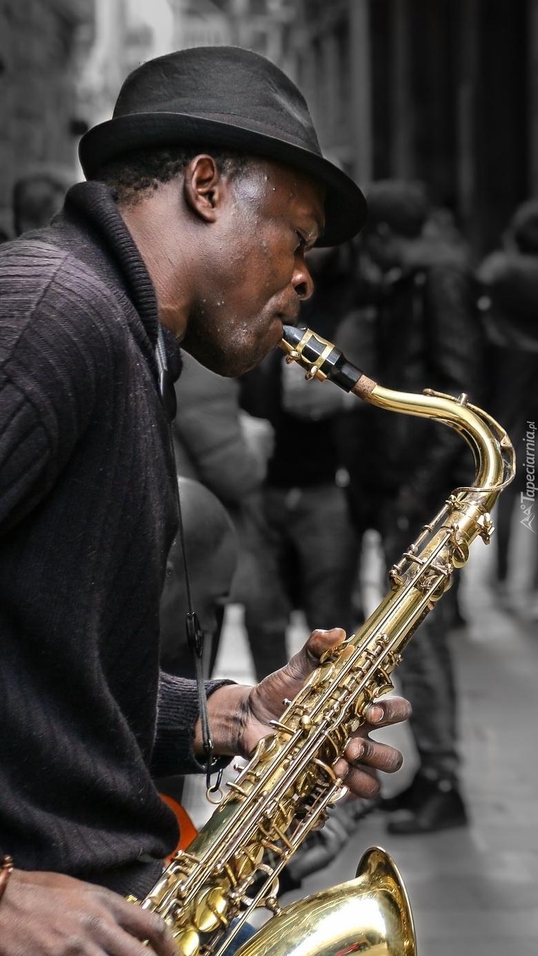 Mężczyzna z saksofonem