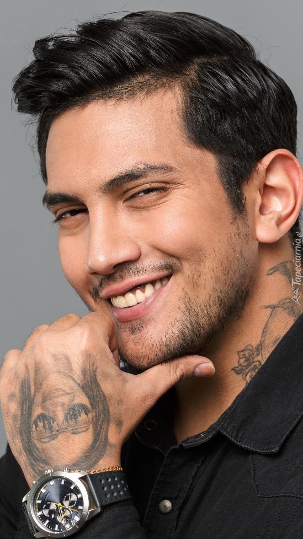 Mężczyzna z tatuażami