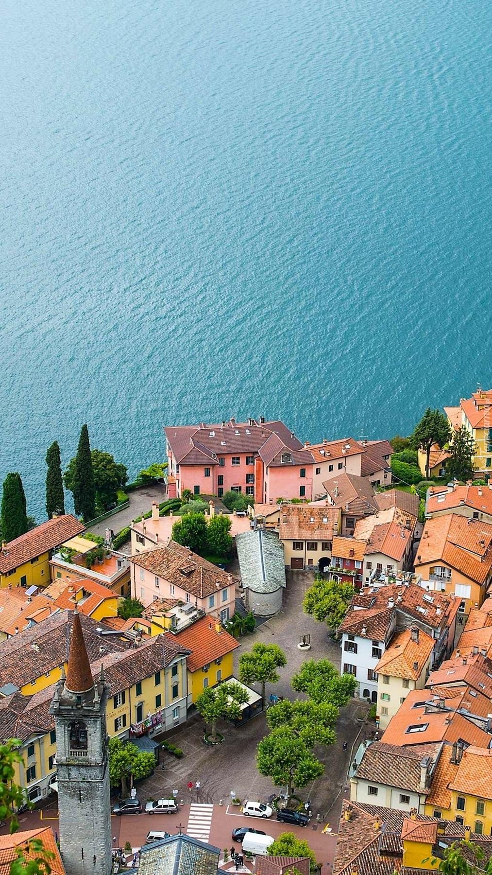 Miasteczko Varenna nad jeziorem Como