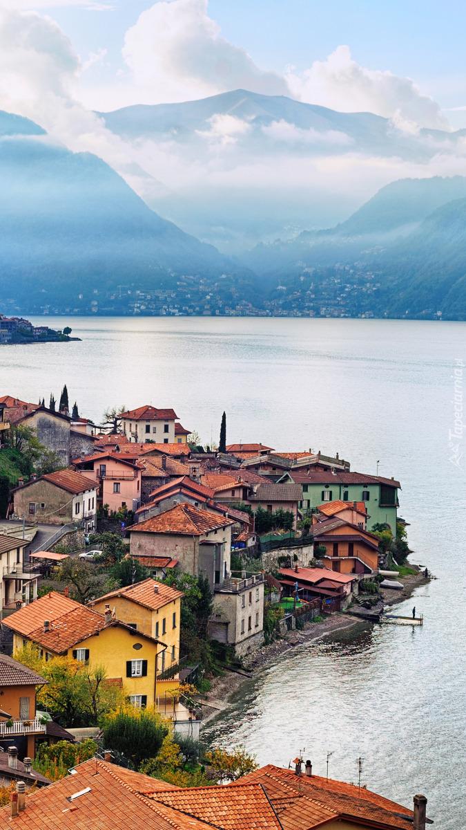 Miasto nad jeziorem Como