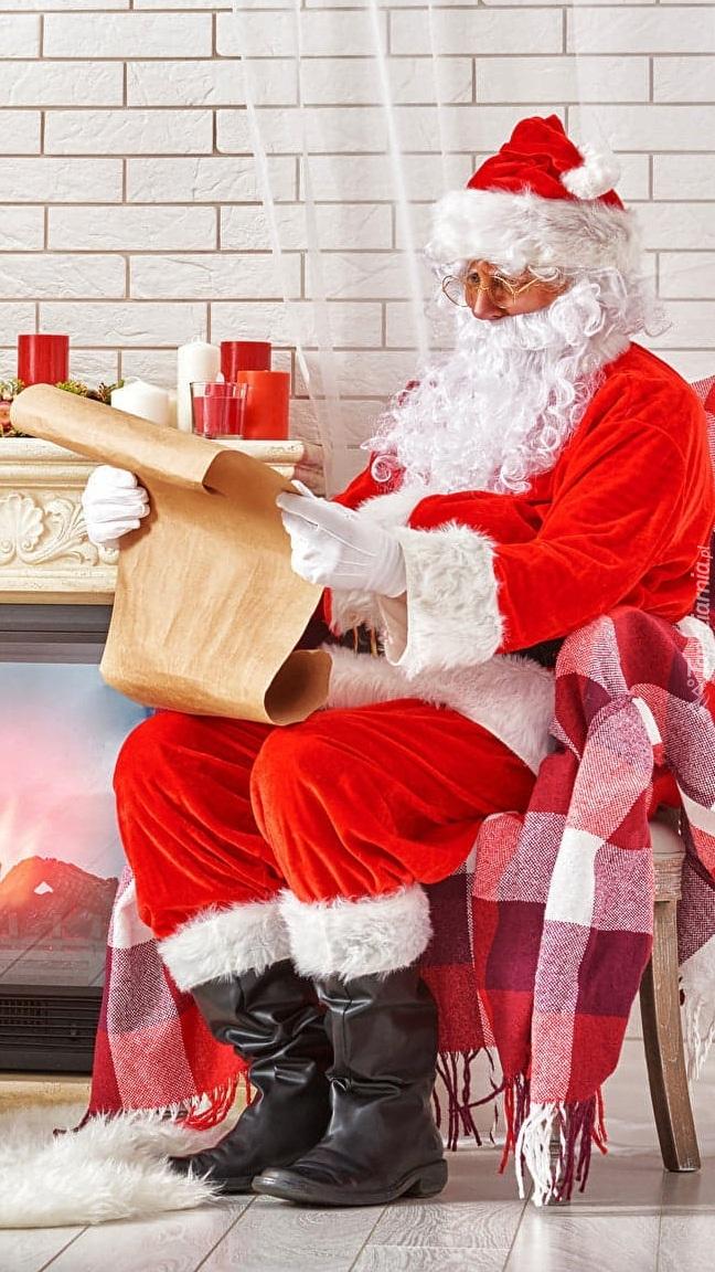 Mikołaj czytający list
