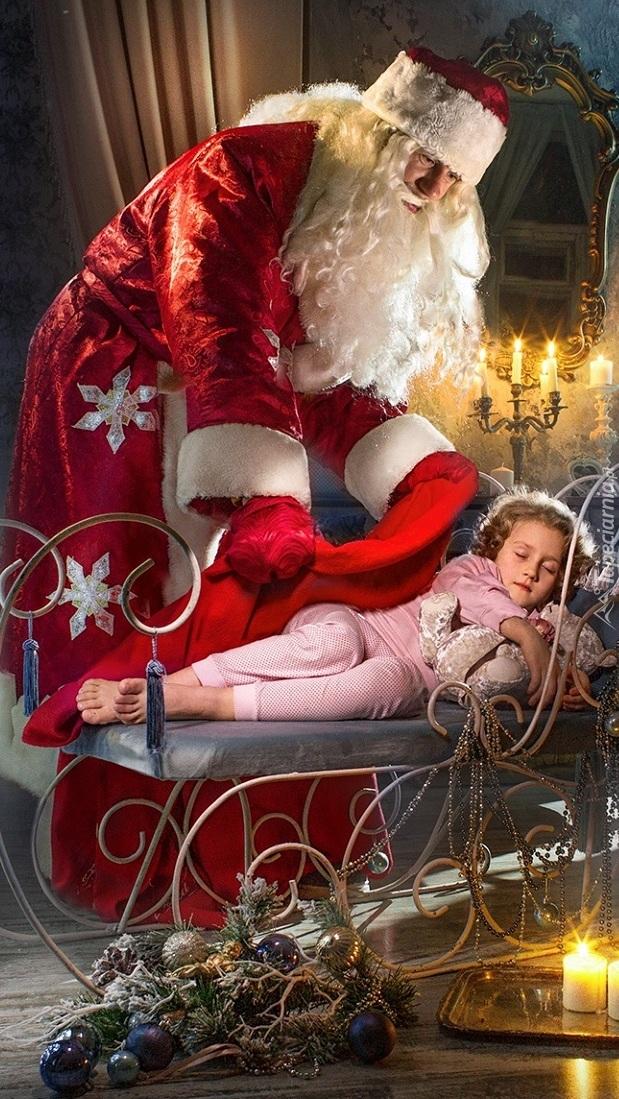Mikołaj przy śpiącej dziewczynce