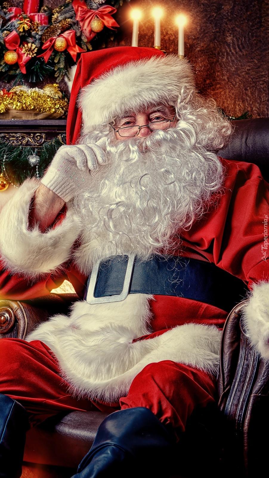 Mikołaj w fotelu
