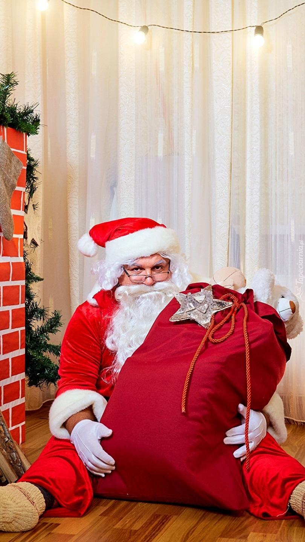 Mikołaj z pełnym workiem prezentów