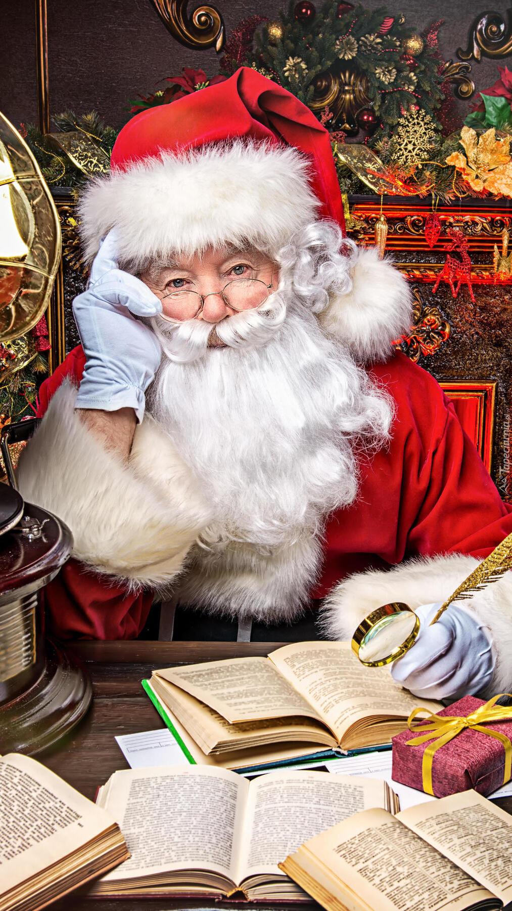 Mikołaj z piórem i lupą