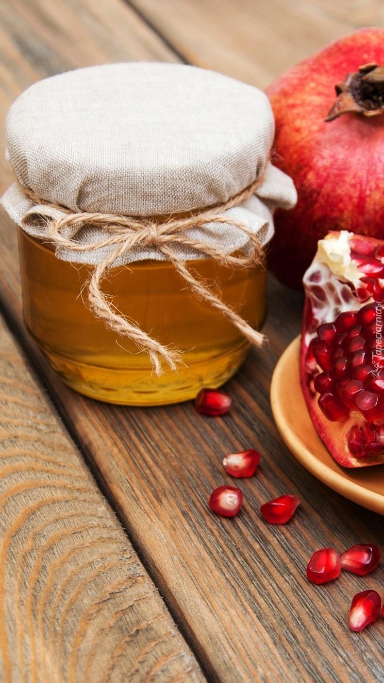 Miód i owoce granatu