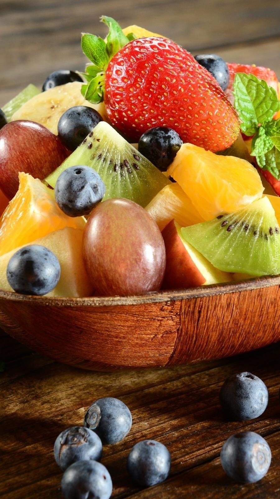Miska pełna różnorodnych owoców