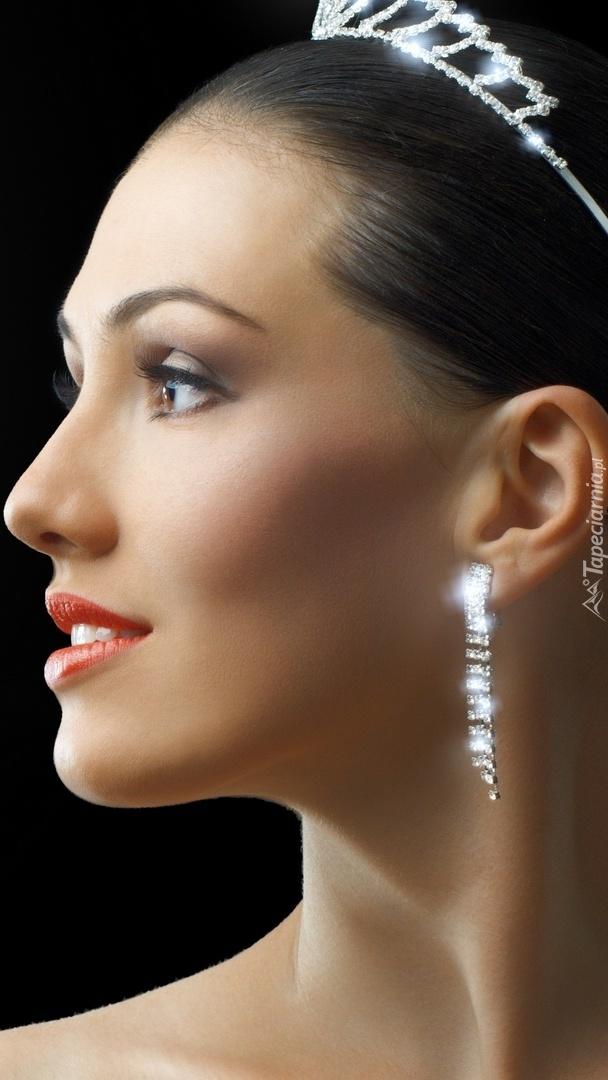 Modelka w biżuterii