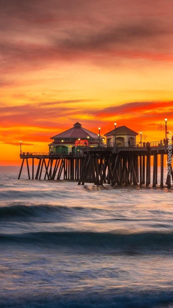 Molo Huntington Beach Pier o zachodzie słońca