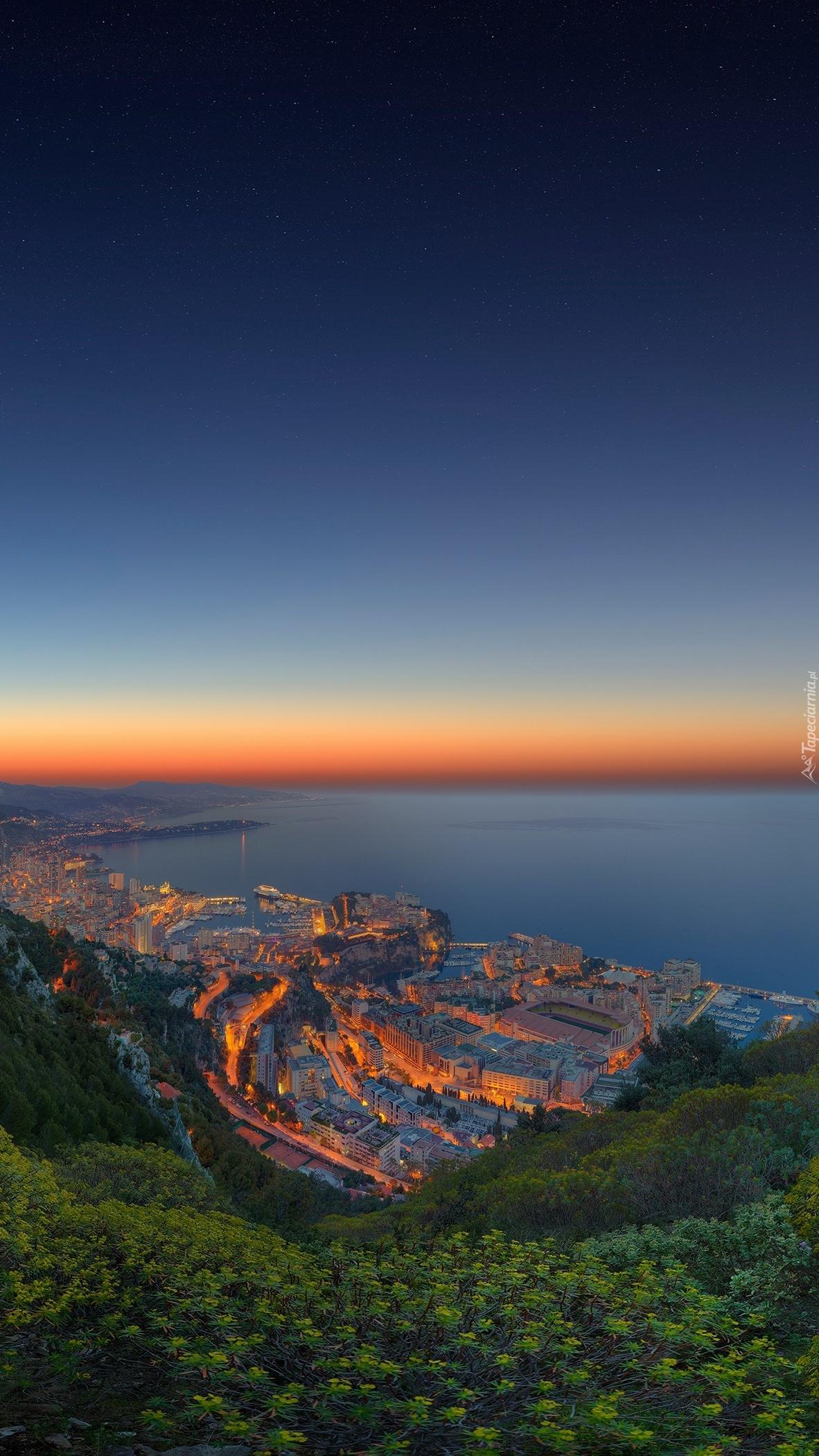 Monako nocą