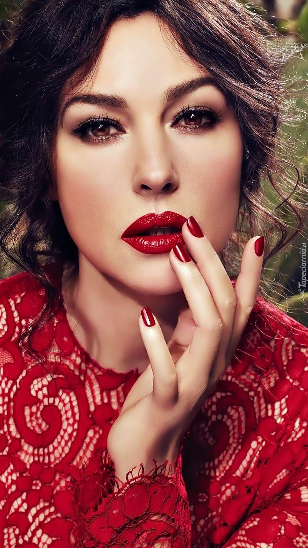 Monica Bellucci w czerwieni