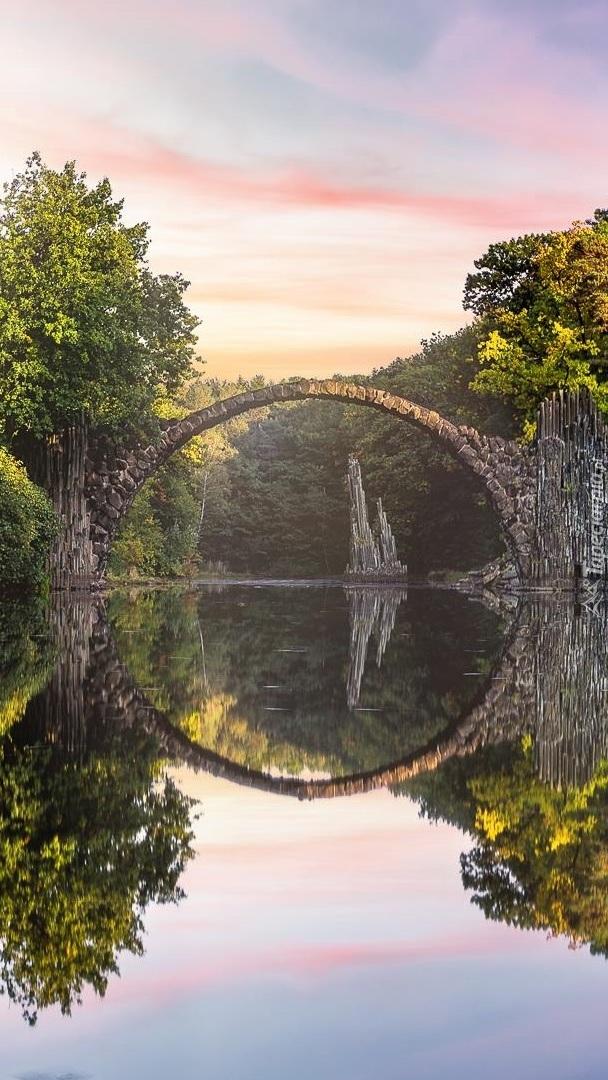 Most Diabła w Parku Rododendronów Kromlau