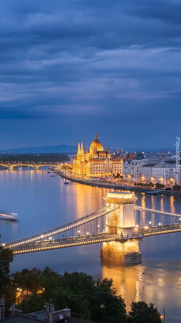 Most łańcuchowy nad Dunajem