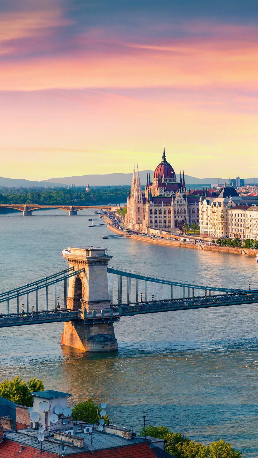 Most łańcuchowy nad rzeką Dunaj