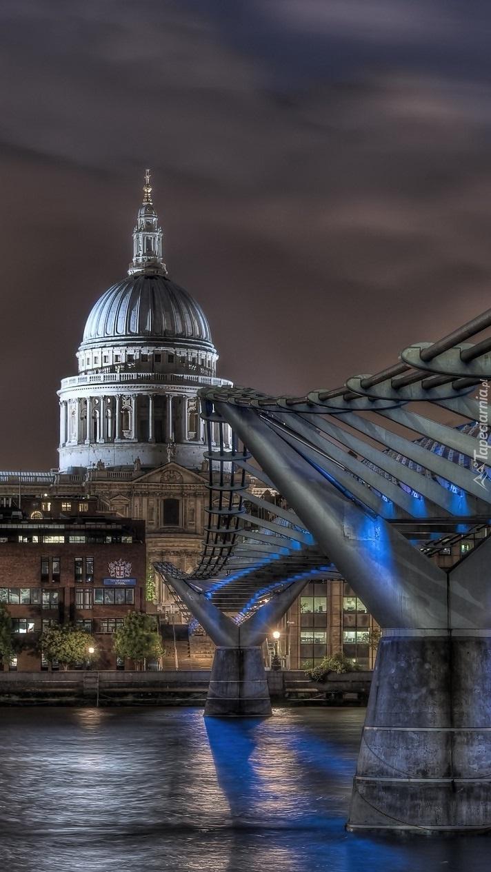 Most Millenijny nocą