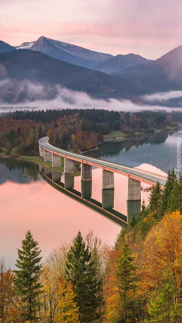 Most na jeziorze Sylvensteinsee