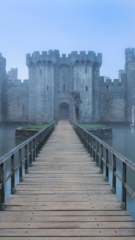 Most nad fosą do zamku Bodiam