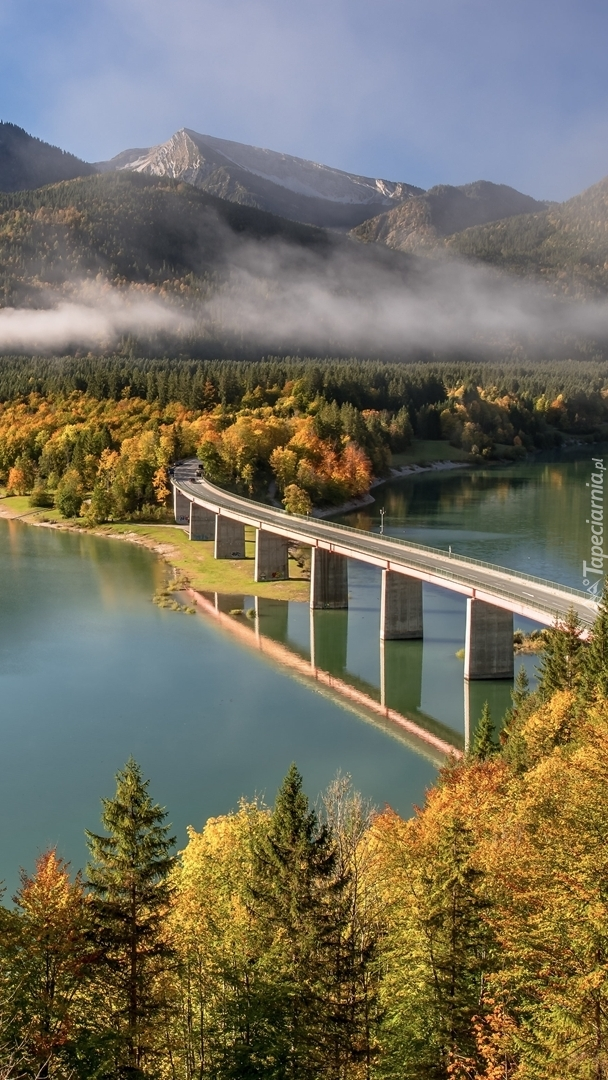 Most nad jeziorem Sylvensteinsee