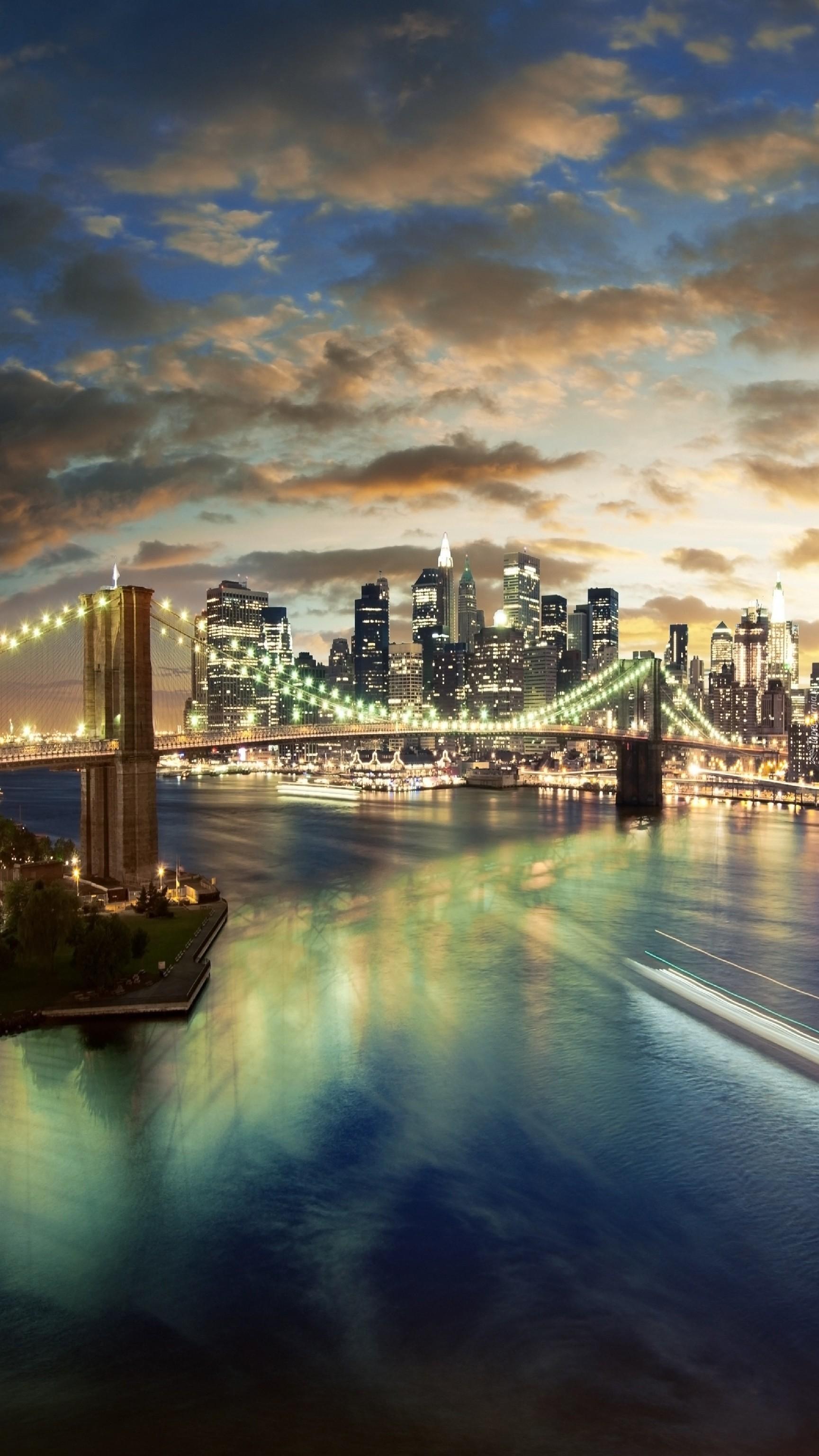 Most nad rzeką w Nowym Yorku