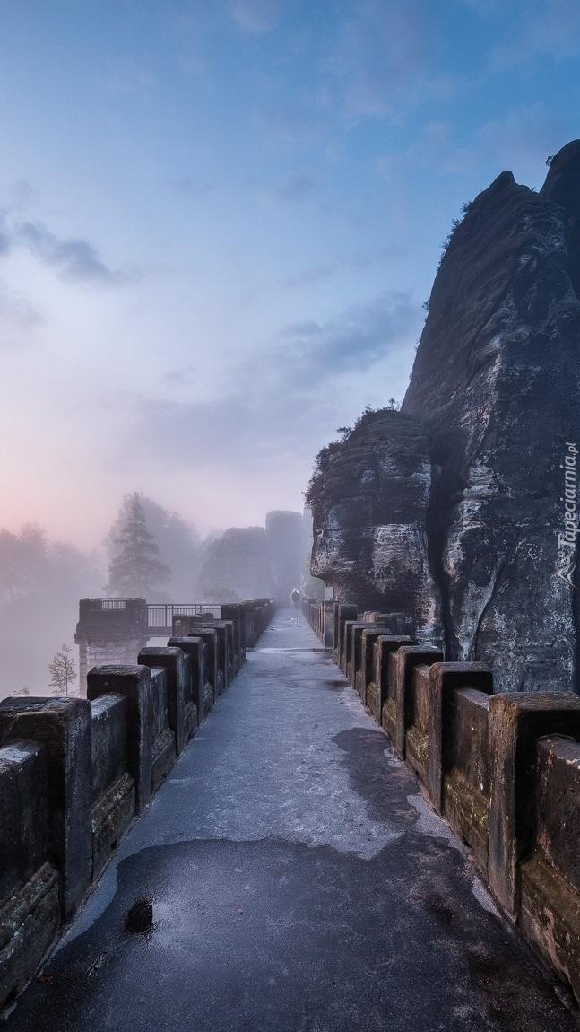 Most obok formacji skalnej Bastei
