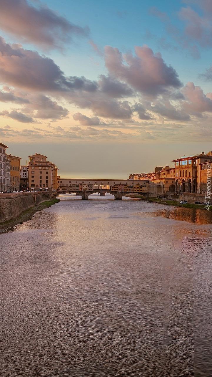 Most Ponte Vecchio nad rzeką Arno