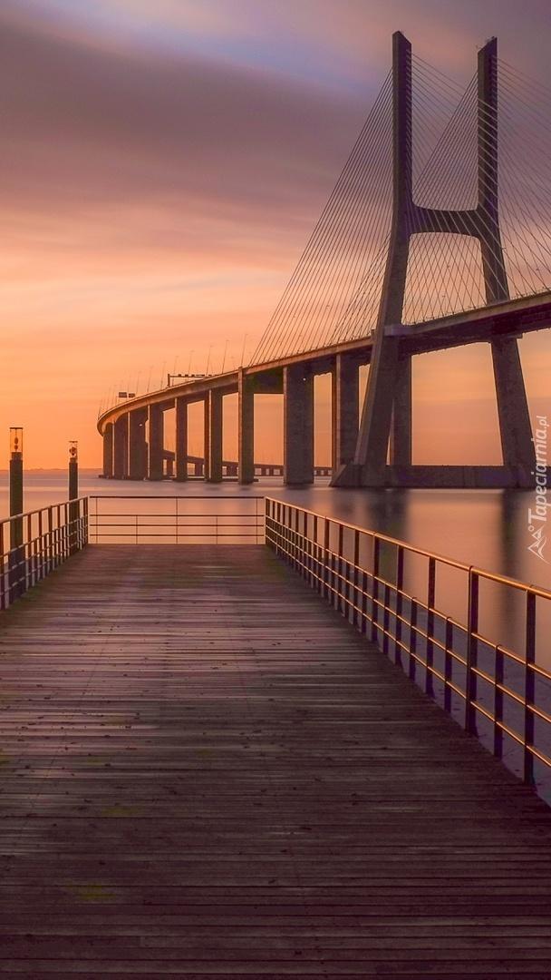 Most sąsiadem mola