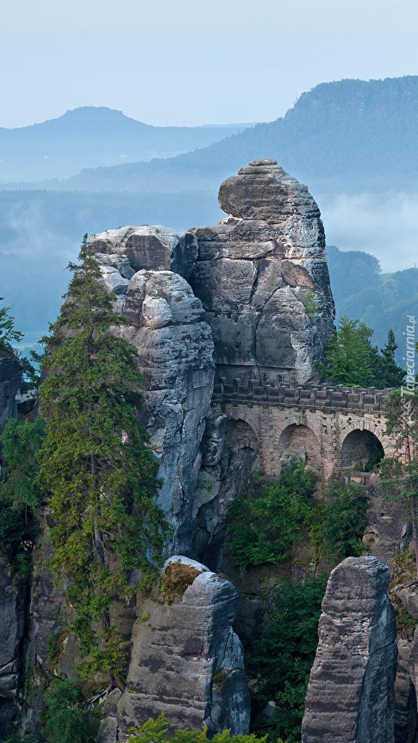 Most w górach Połabskich