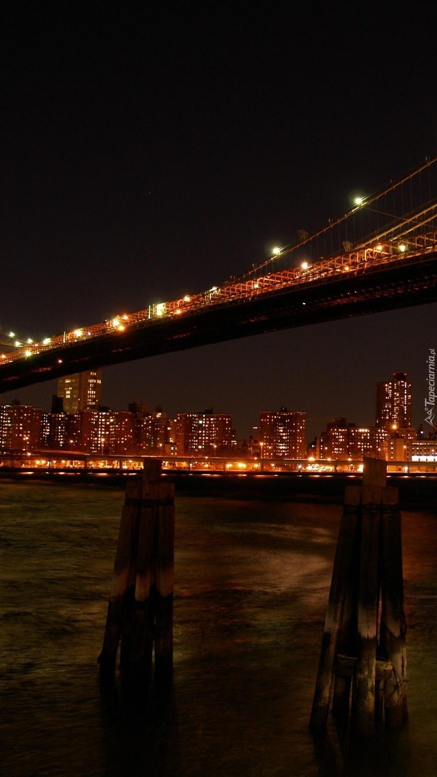 Most w Nowym Jorku nocą