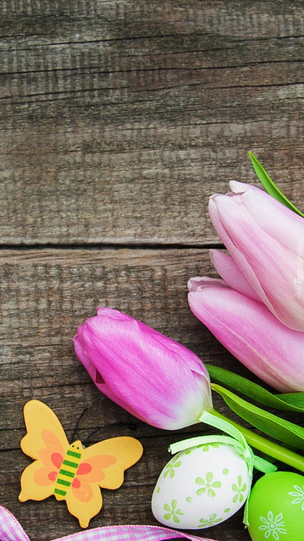 Motylek i tulipany
