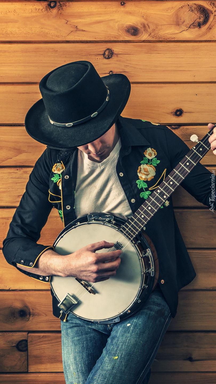 Muzyk grający na banjo