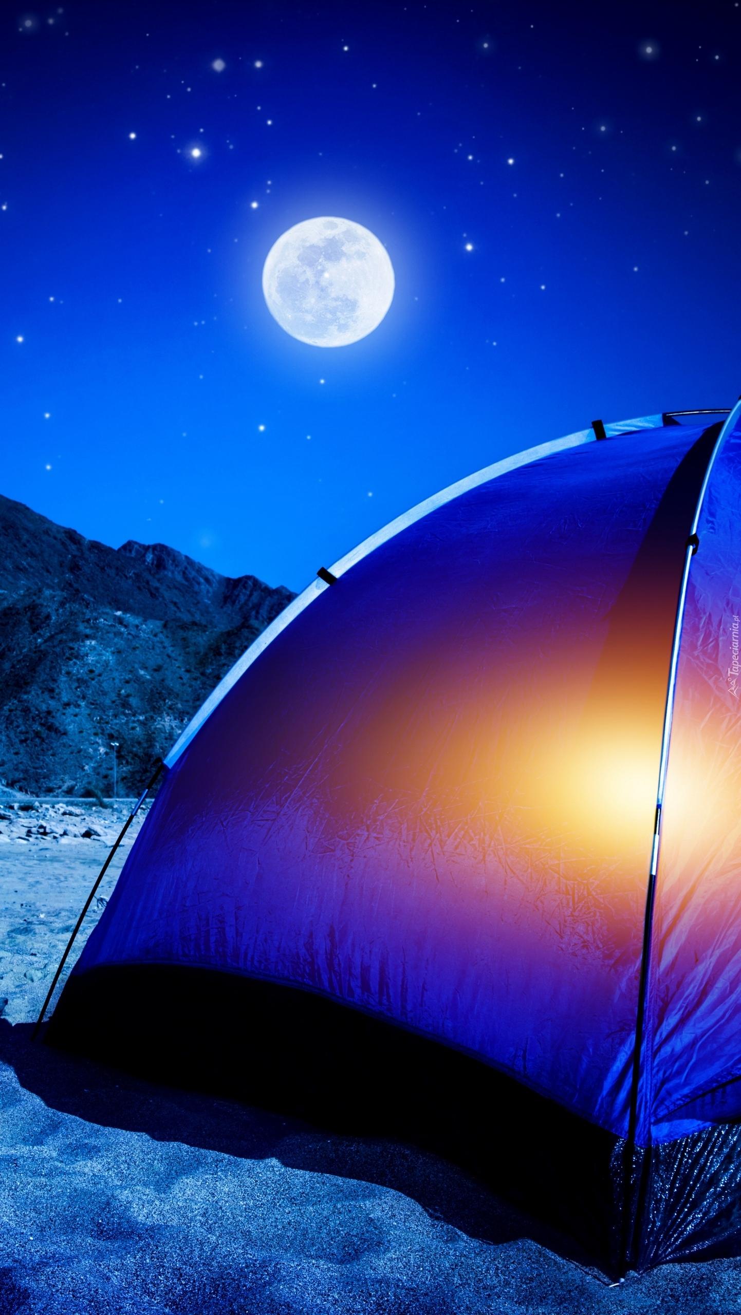 Namiot w blasku księżyca