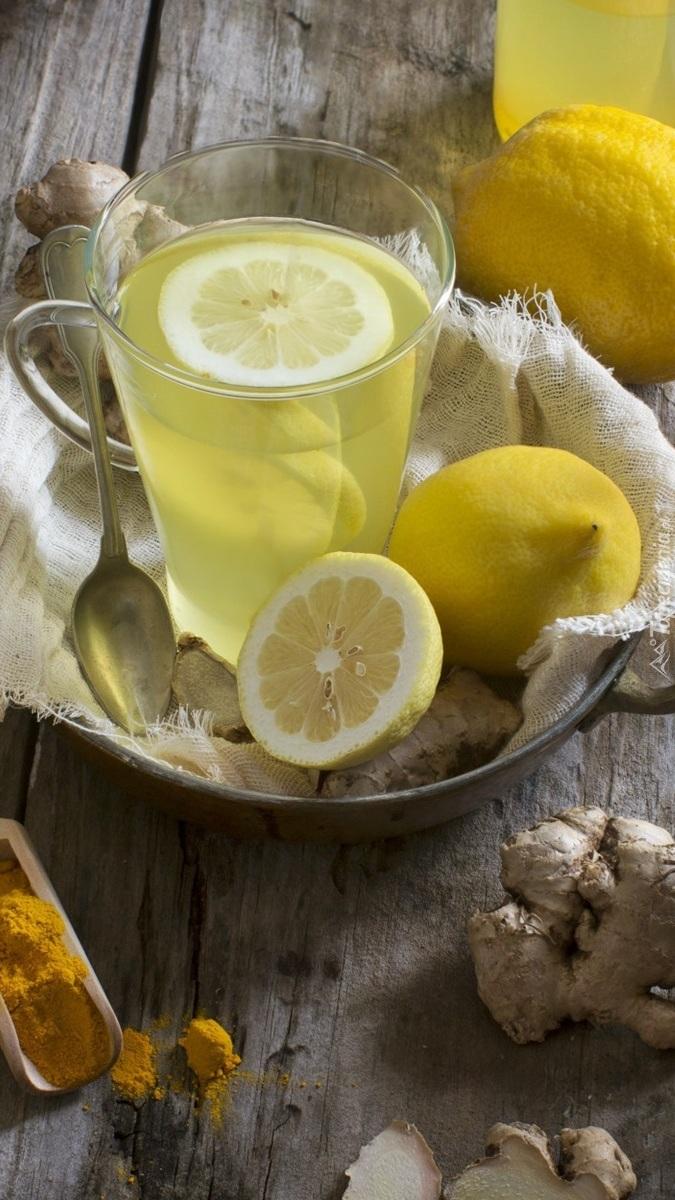 Napój z cytryną i imbirem