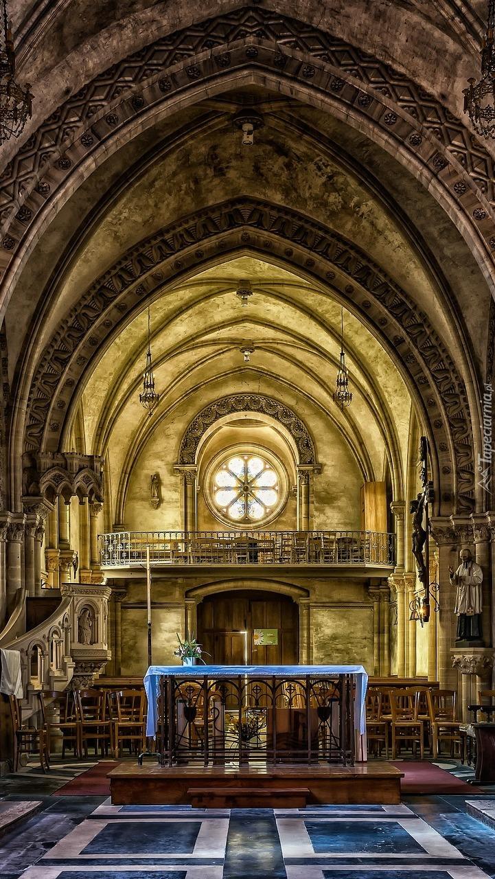 Nawa główna w kościele św. Piotra we Francji