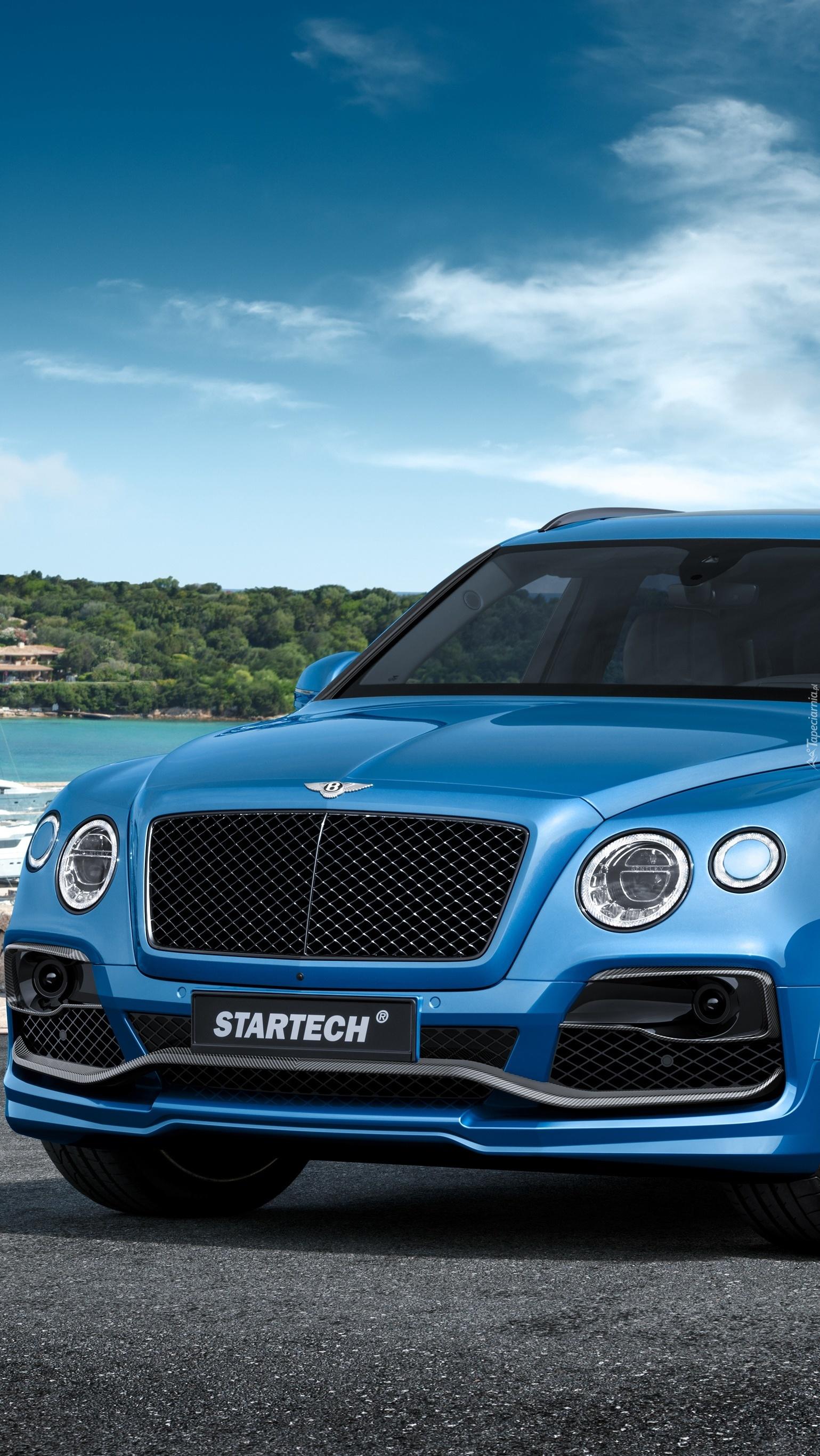 Niebieski Bentley Bentayga