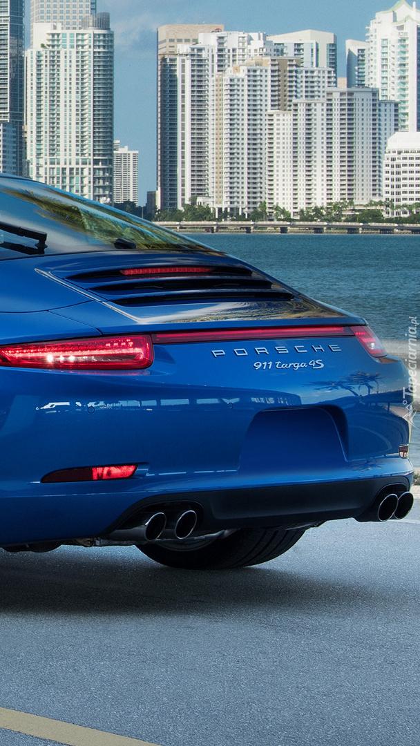 Niebieskie Porsche 911 Targa