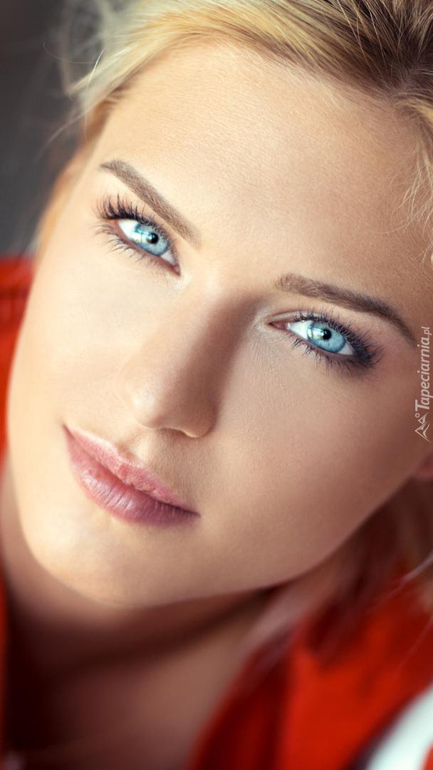 Niebieskooka blondynka