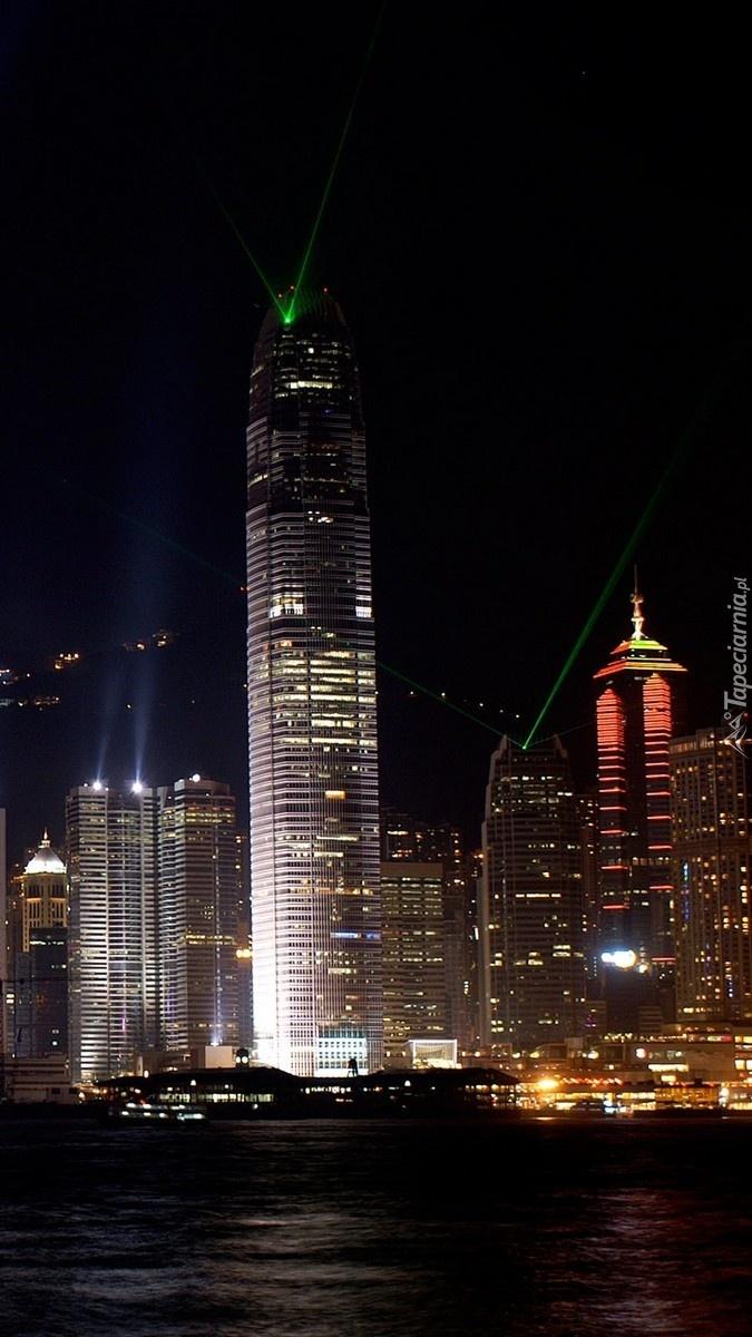 Nowojorskie wieżowce nocą
