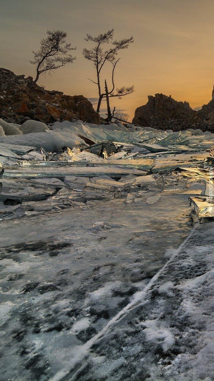 Oblodzone jezioro Bajkał