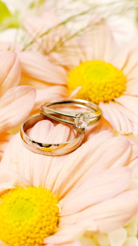 Obrączka z pierścionkiem na kwiatach