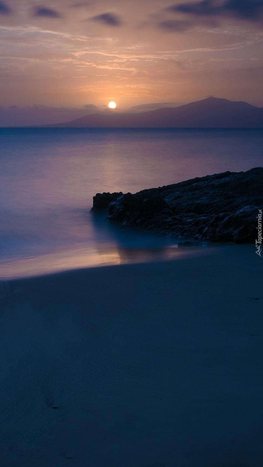 Ocean o zachodzie słońca