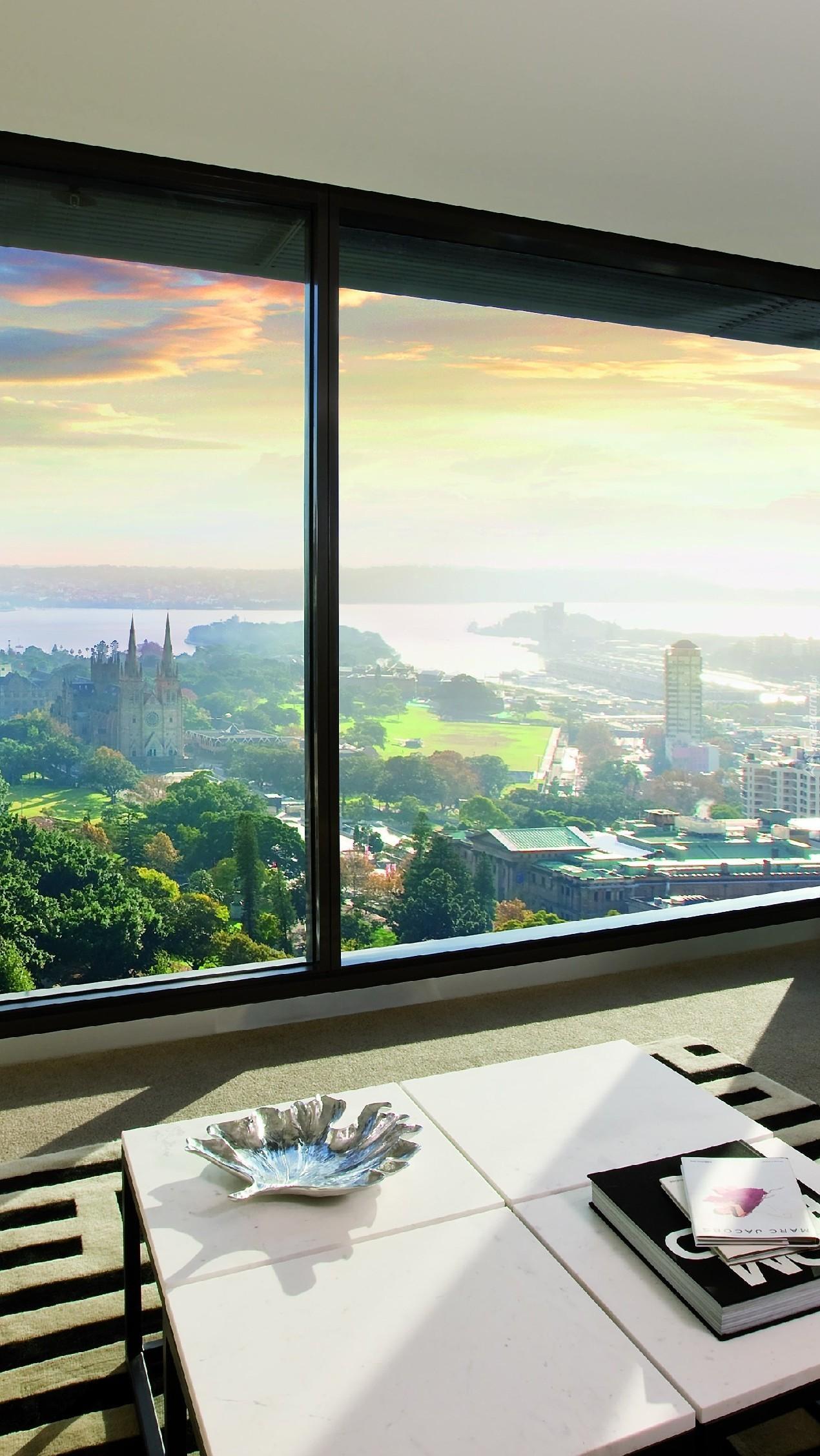 Okno z widokiem na miasto