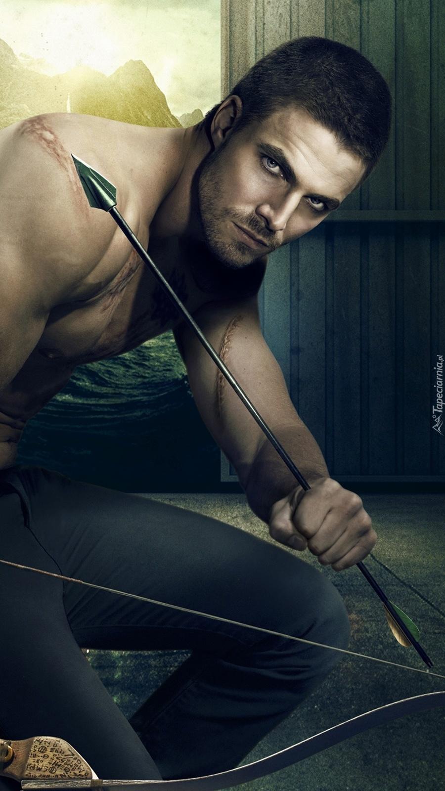 Oliver Queen z łukiem