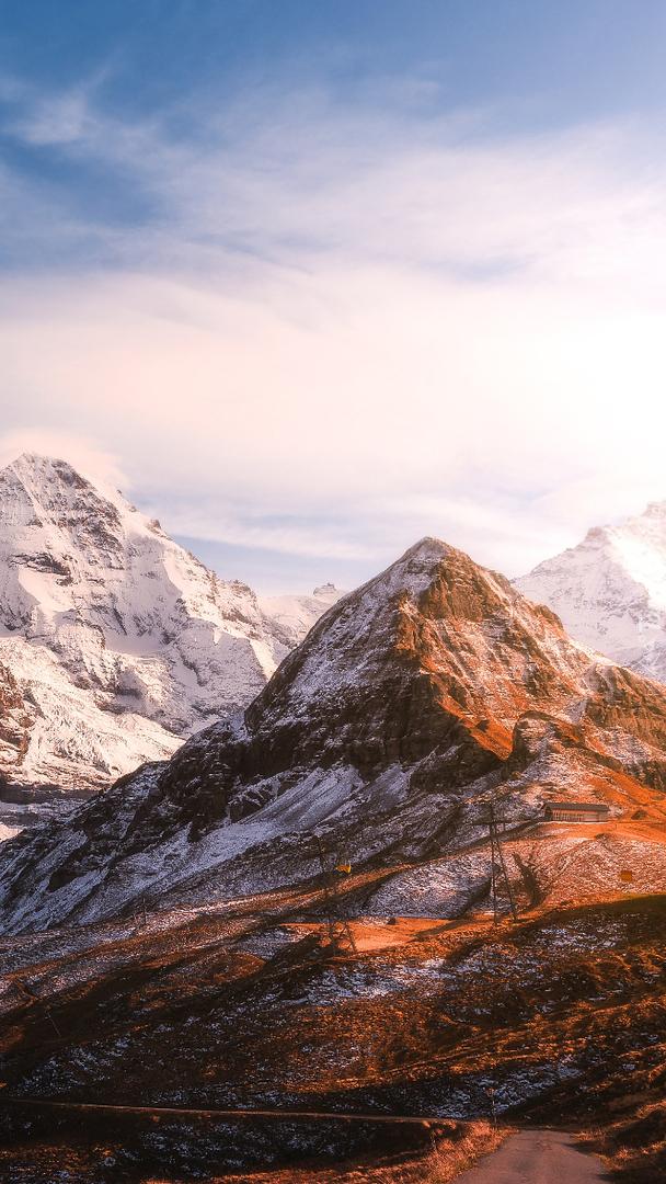 Ośnieżone szczyty gór
