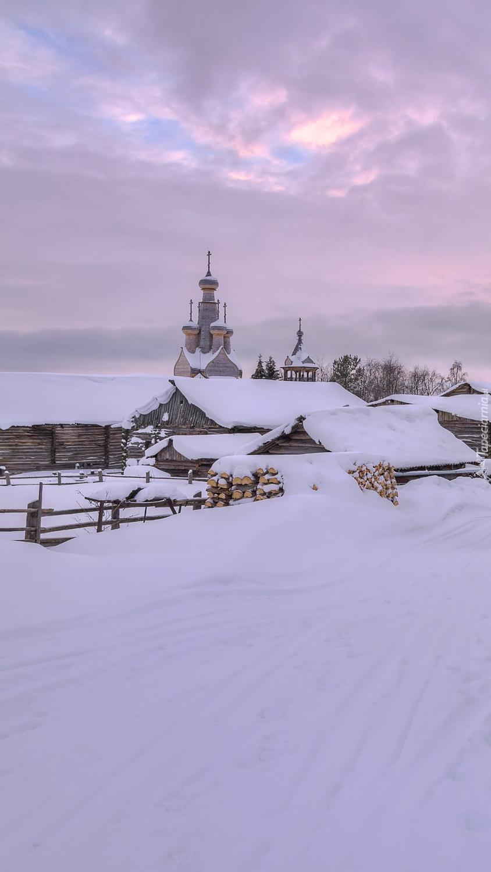 Ośnieżone wiejskie domy