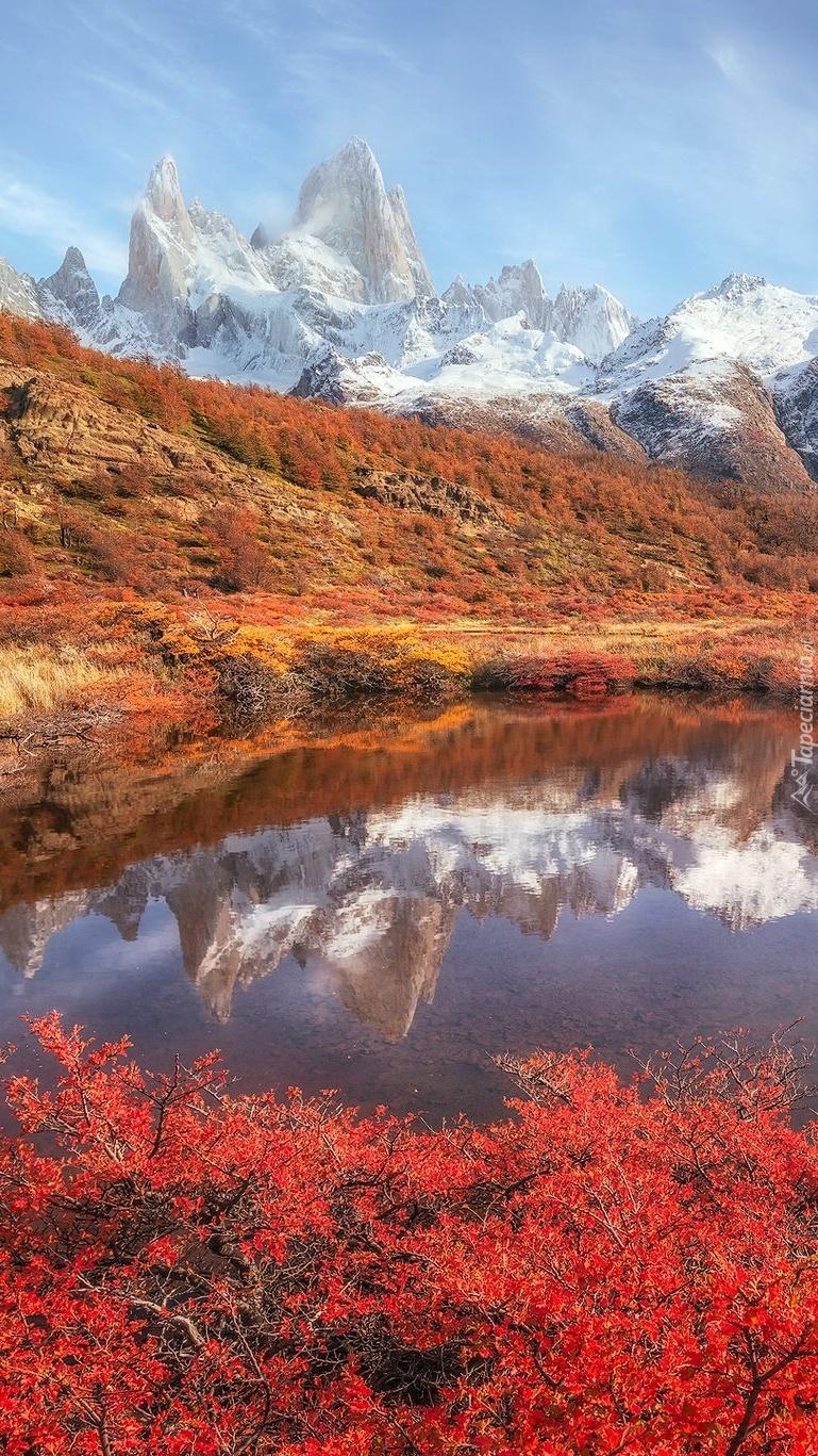 Ośnieżony szczyt Fitz Roy w Andach