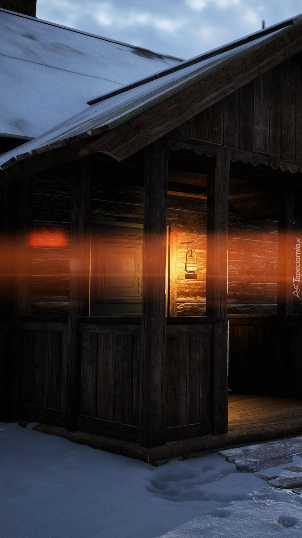 Oświetlona drewniana chata