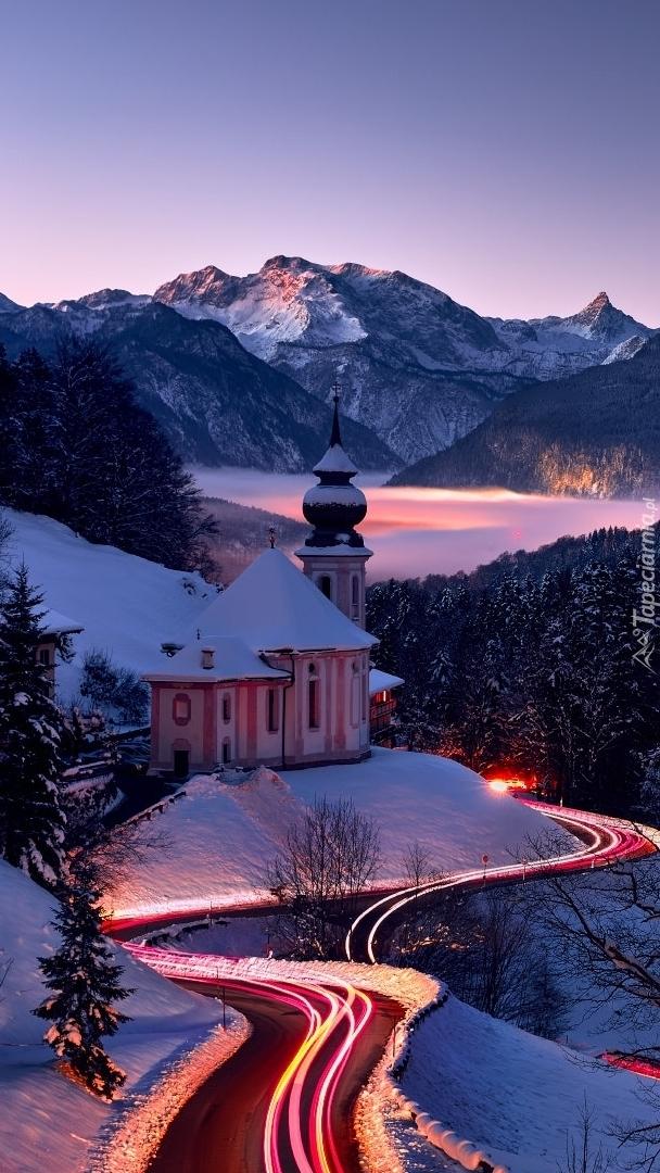 Oświetlona droga przy Sanktuarium Maria Gern