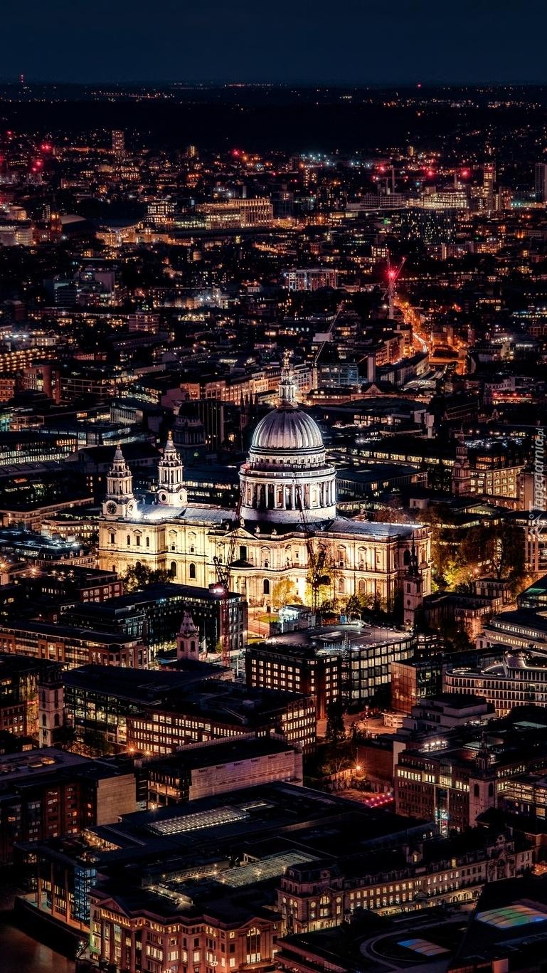 Oświetlona Katedra św.Pawła w Londynie