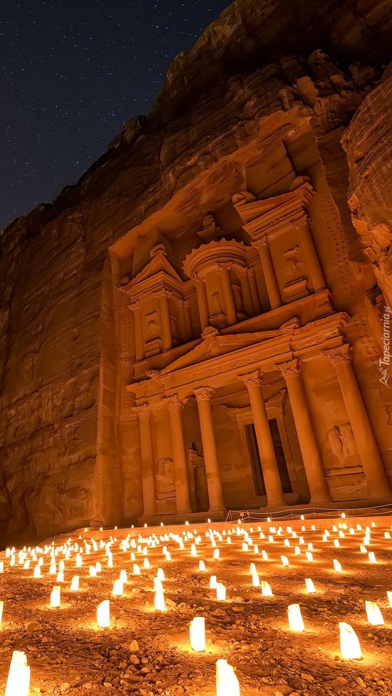 Oświetlona świątynia