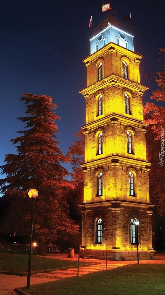 Oświetlona wieża